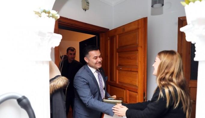 """Alanya yeni misafirlerini """"Hoşgeldin komşum"""" projesiyle karşılıyor"""