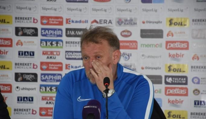"""Robert Prosinecki: """"5 golün 3'ünü biz rakibimize hediye ettik"""""""