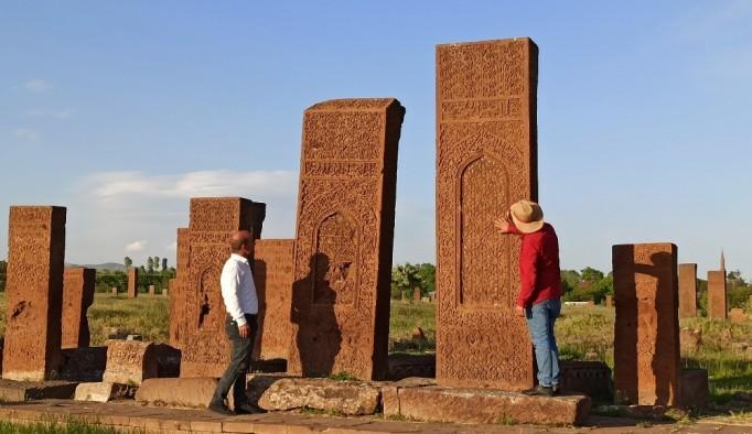 (Özel) Dünyanın en büyük İslam mezarlığı yeniden kapılarını açtı