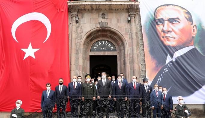 Atatürk'ün Erzurum'a gelişinin 101. yıl dönümü törenlerle kutlandı