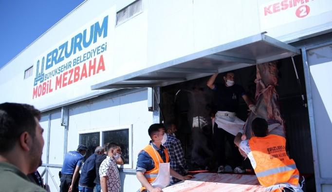 Erzurum'da kurban kestirenlerden mobil mezbahalara tam not