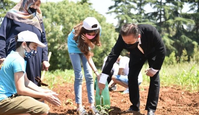 Tuzla'da gençler, her ihtiyaç sahibi için bir tohumu toprakla buluşturdu