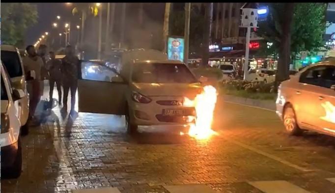 Alanya'da seyir halindeki otomobil yandı