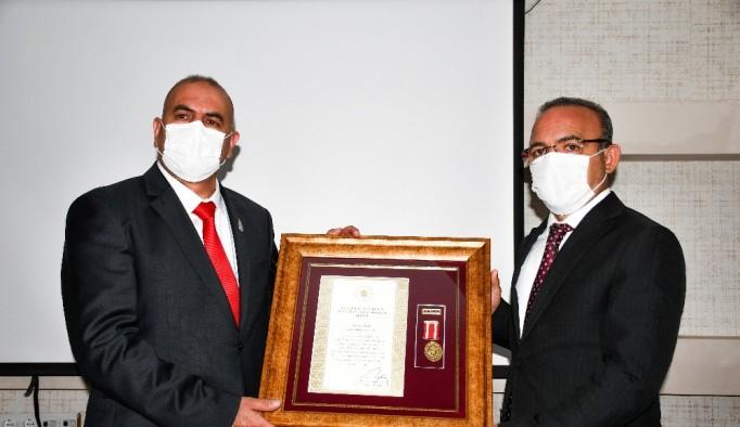 Ardahanlı gazi Adnan Tatlı'ya Devlet Övünç Madalyası verildi