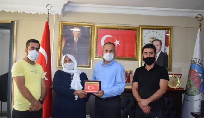 Şehit ailesinden Başkan Saklı'ya ziyaret