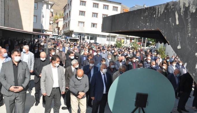 Pasinler Belediye Başkan Dölekli, kardeşini son yolculuğuna uğurladı