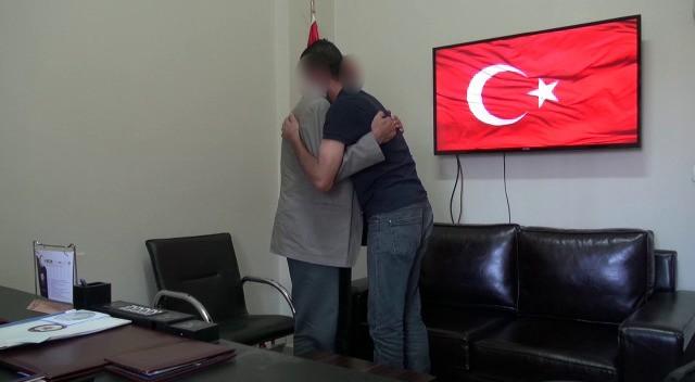 Polis ve ailesi tarafından ikna edilen terörist teslim oldu
