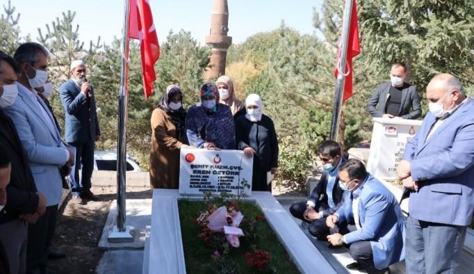 Şehit Eren Öztürk, şehadetinin 1'inci yılında kabri başında anıldı