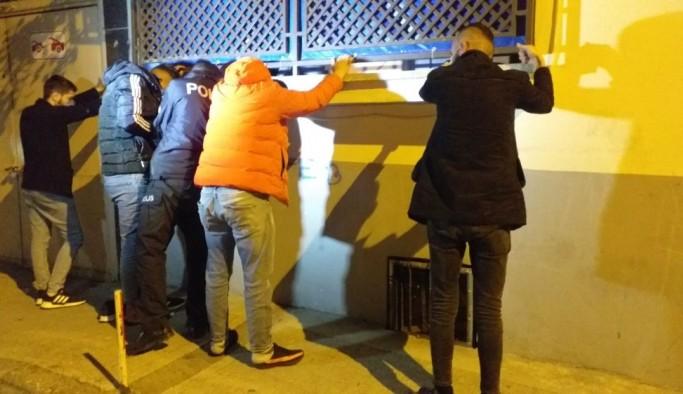 Kısıtlamada polisten kaçan şüphelinin çorabından uyuşturucu madde çıktı