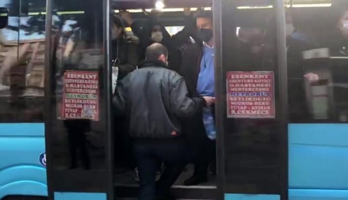 (Özel)Cezalara rağmen, Esenyurt'ta 'koronabüs' yolculuğu