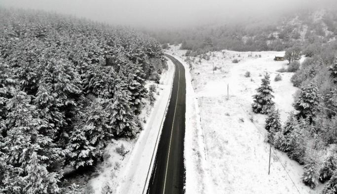 (Özel Haber) Karla kaplanan Tekçam Geçidi görsel şölen oluşturdu