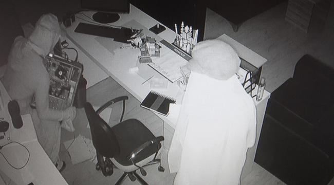 Kadın kılığına giren hırsızların o anları kamerada