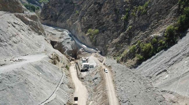 Erzurum Uzundere Barajı'nda çalışmalar aralıksız devam ediyor