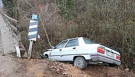 Kaygan yol kaza getirdi