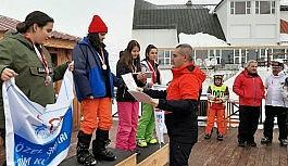 Yüzlerce kayakçı Erzurum'da yarıştı