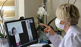 (ÖZEL) Korona virüsten dolayı evinden çıkamayan hastalara videolu tedavi