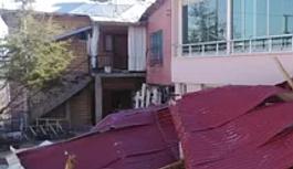 Doğu Anadolu'da fırtına etkili oldu, çatılar uçtu