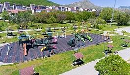 Tatvan'da parkların bakım ve tadilatı yapılıyor