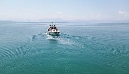Van Gölü'nde batan teknedeki cenazelerin çıkarılmasına ara verildi