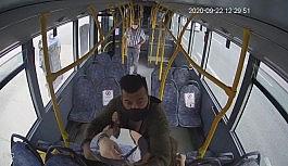 Maskesiz yolcu ile şoför kavgasında kan aktı...O anlar kamerada