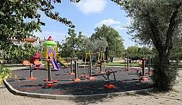 Parkların yenileme çalışmaları devam ediyor