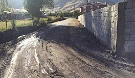 Güroymak'ta sulama kanalları ve imar yollarında çalışma