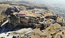 Harput Kalesi kazılarında 7 yılda 110 bin adet obje çıktı