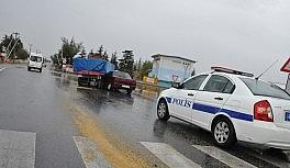 Konya'da traktör ile otomobil çarpıştı: 2 yaralı