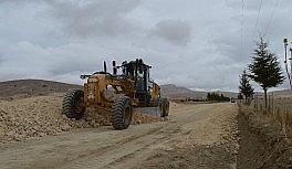 Korkuteli Karabayır grup yolunda stabilize yol çalışması