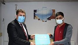 Başkan Yaşar, sağlık çalışanlarını ziyaret ederek tatlı ikram etti