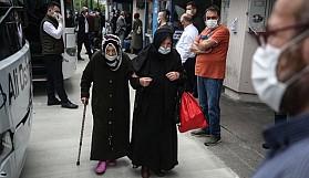 65 yaş ve üzeri vatandaşlar yollara düştü